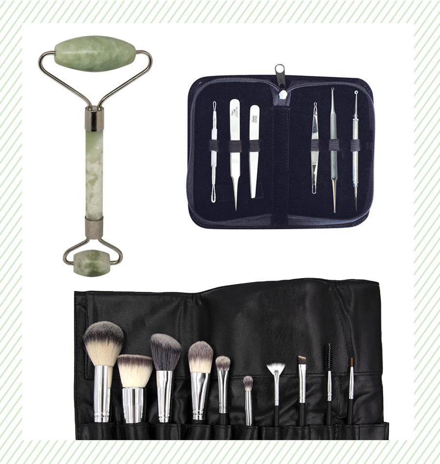 Make up brushes. Face Roller. Black head remover kit